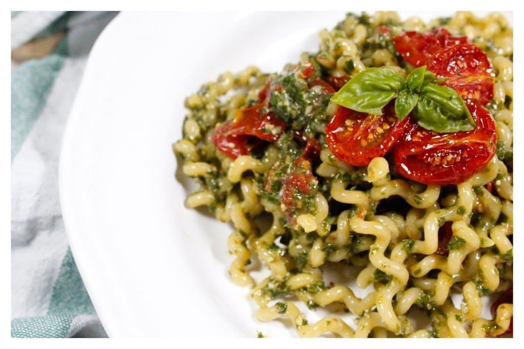 Pasta al pesto con pomodorini | RicetteDalMondo.it