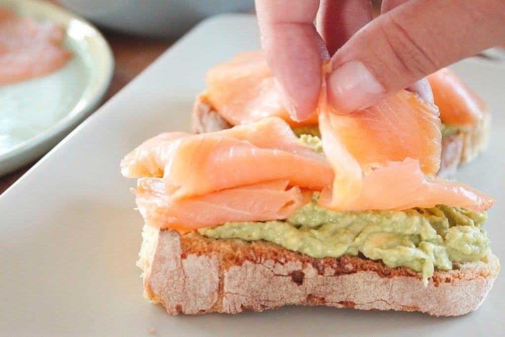 uova avocado salmone