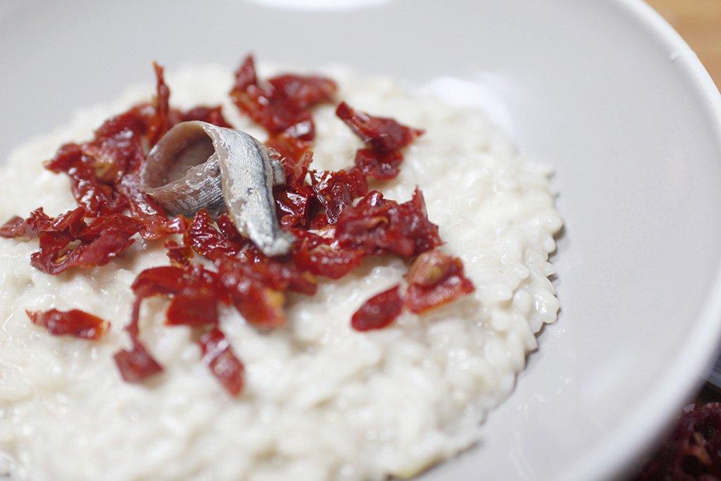 risotto acciughe burrata e pomodori secchi