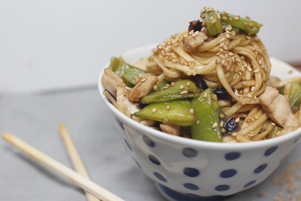 cena in 15 minuti: noodles di pollo