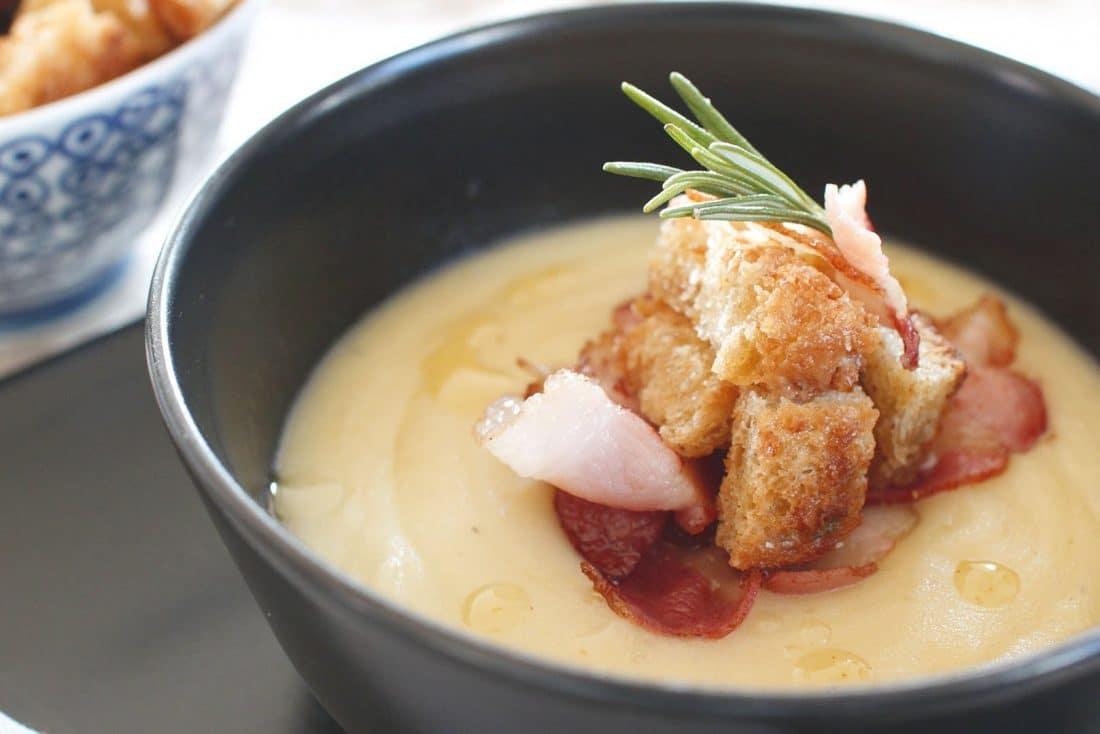 crema patate e porri con bacon croccante