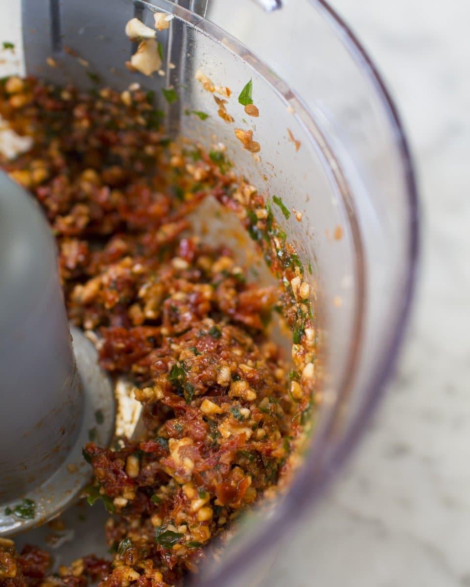 tagliatelline con pesto di pomodori secchi