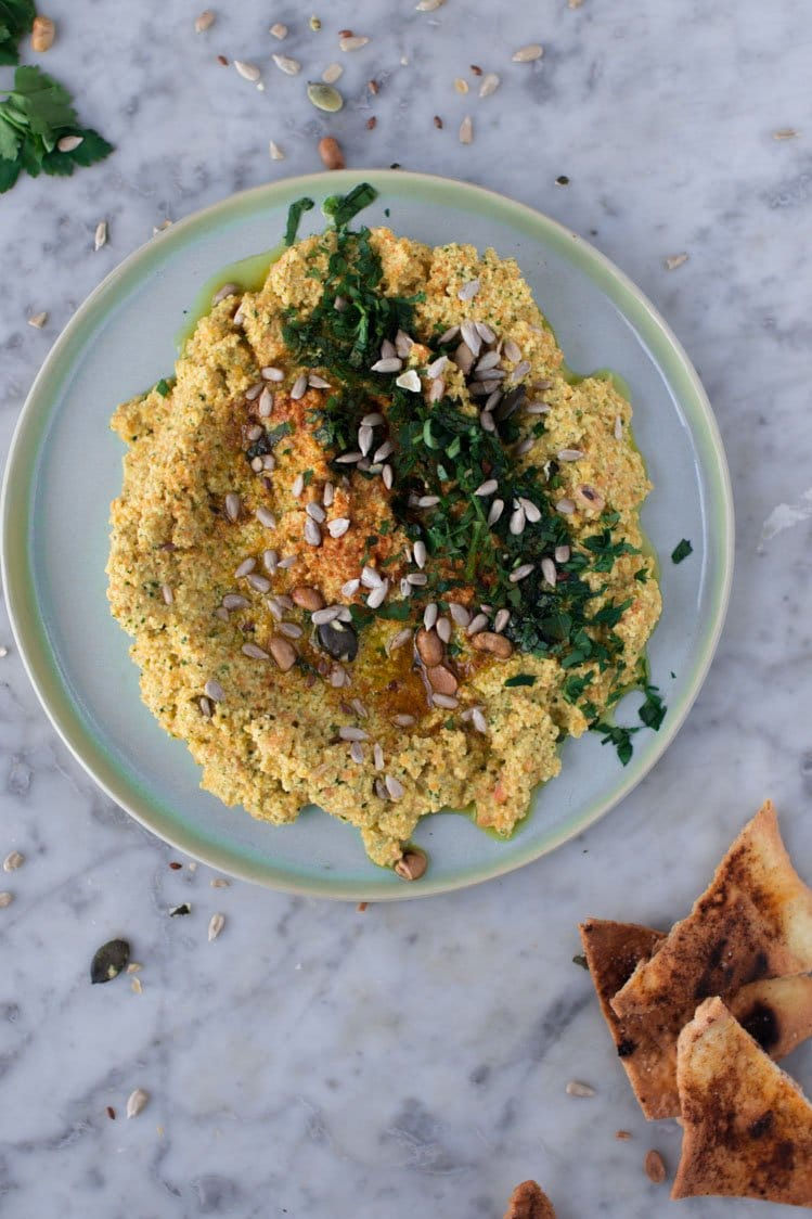 FGiovannini_The Bluebird Kitchen_Hummus di lupini e carote con chips di pane pita