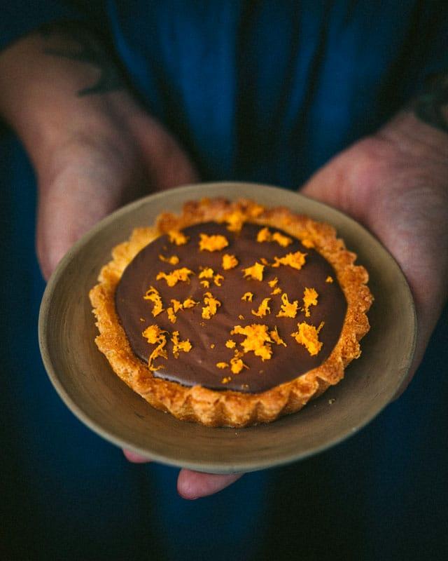 crostatine al cioccolato_arancia_mano